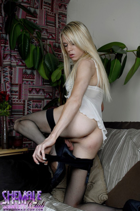 tkarlacoxxsmc02 British Tgirl Karla Cox Debuts Her Beautiful Blues On Shemale Club!