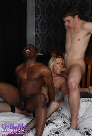 t karlacox fans 04 British Tgirl Karla Coxs Black And White Fun On Shemale Club!