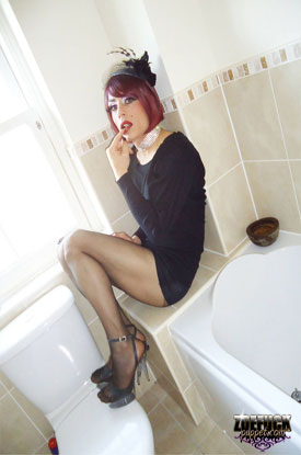 Zoe Fuck Puppet - Bathroom Shoot!