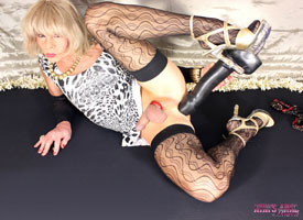 t kimsanalheaven speculum 03 Speculum Spreading With British Tgirl Kim on Kims Anal Heaven!