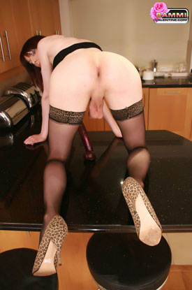 t sammivalentine household helper047 British Tgirl Sammi Valentine Cleans Her Kitchen!