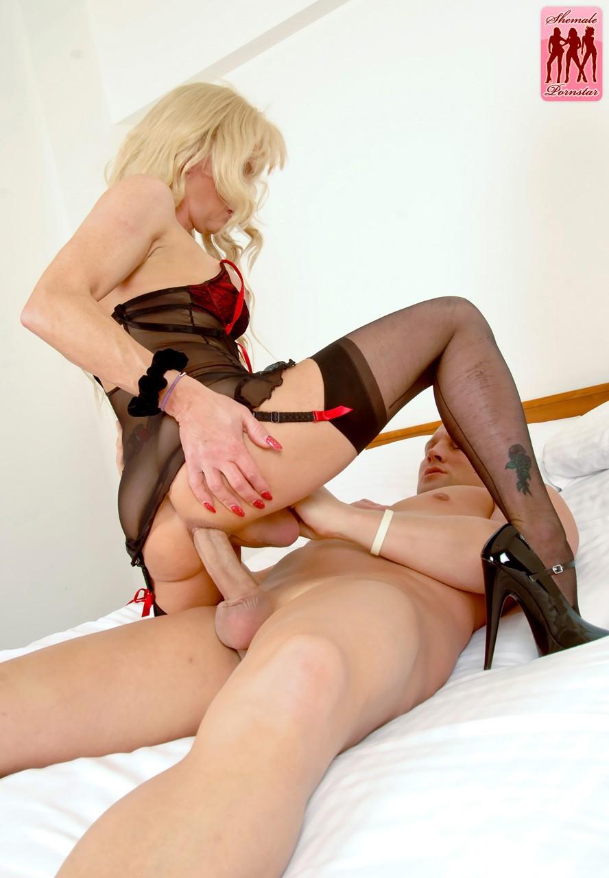 Pleasure watching shemale big cock hard suck girl sexy