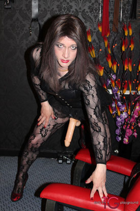 t british tgirl kirsty strapon 01 British Tgirl Kirsty Straps On At Kirstys TG Playground!
