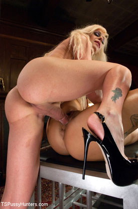 t joanna jet british tgirls 01 British Tgirl Joanna Jet Fucking In Slingbacks On TS Pussy Hunters!