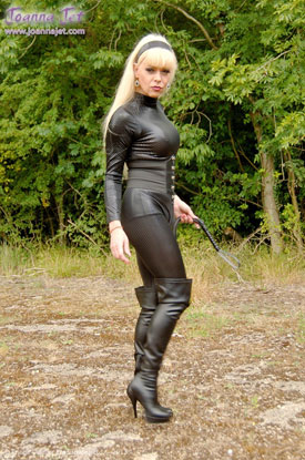 t joanna jet black 01 British Tgirl Joanna Jet Goes All Black As Emma Peel!