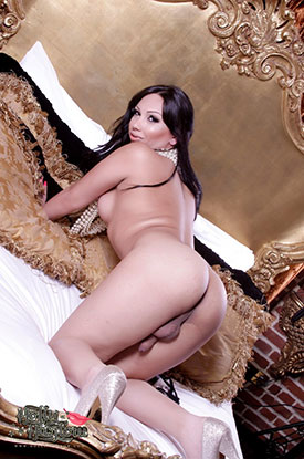 t holly harlow british tgirls 04 Pearls And Pleasure With British Tgirl Holly Harlow!