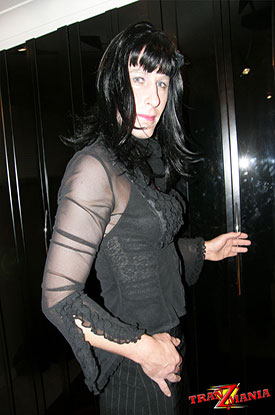 t gothic british tgirl 01 Gothic British Tgirl Flashes Some Leg On TranZMania!