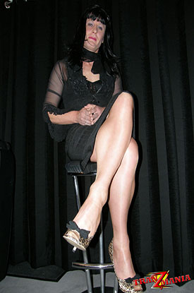 t gothic british tgirl 02 Gothic British Tgirl Flashes Some Leg On TranZMania!