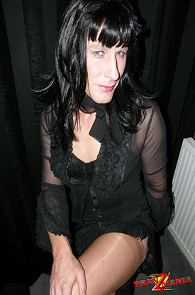 t gothic british tgirl 03 Gothic British Tgirl Flashes Some Leg On TranZMania!