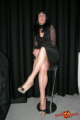 t gothic british tgirl 04 Gothic British Tgirl Flashes Some Leg On TranZMania!
